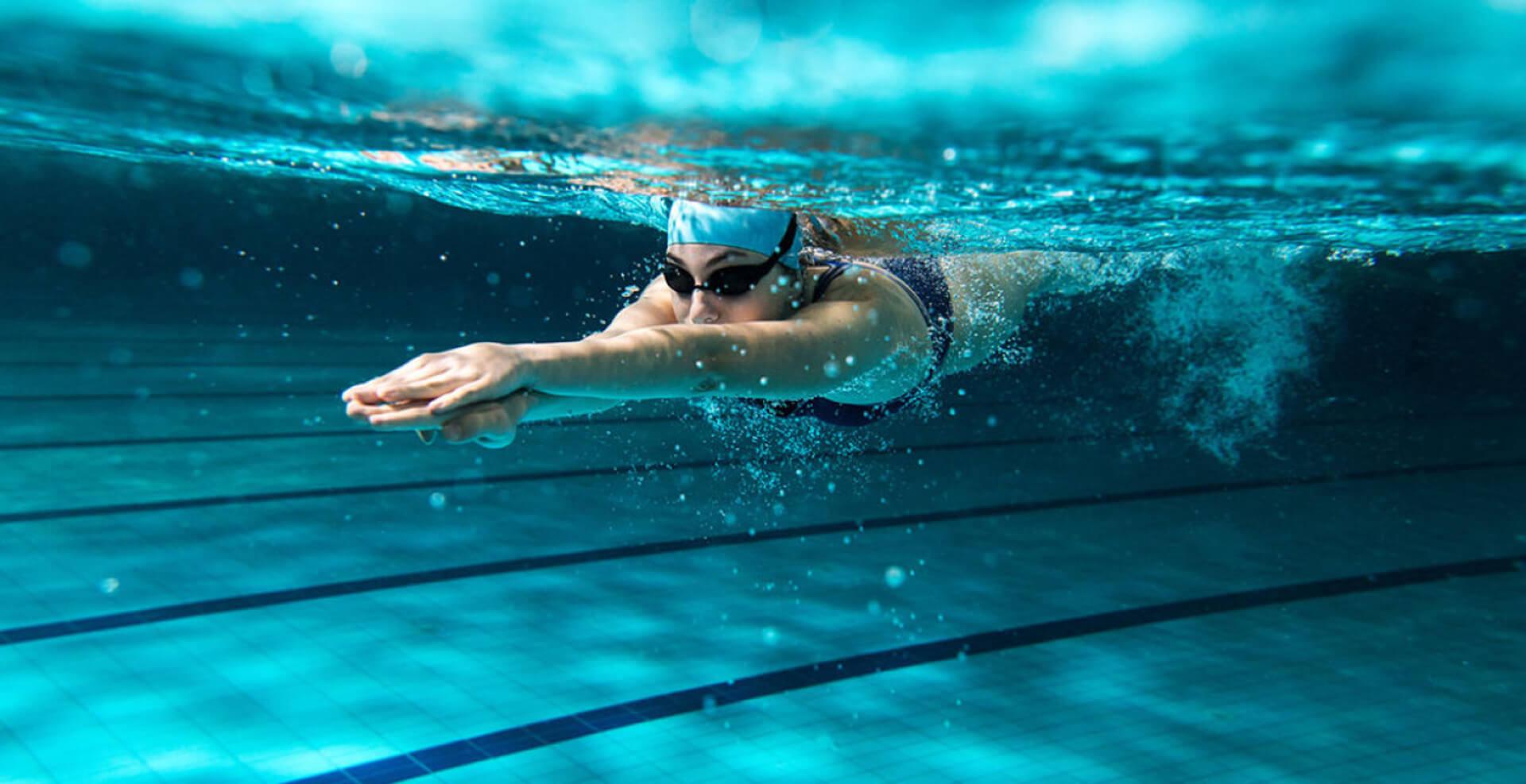 swimmer underwater image